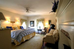 sugarloaf-bandb-yellow-room